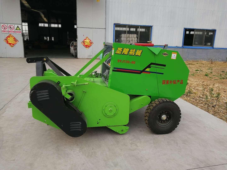 引进了两台秸秆粉碎打捆机,在县内玉米面积较大的村进行示范推广.