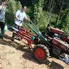 后悬挂手扶车带的花生收获机 收土豆机